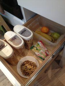 montessori kuchyňka pro děti - uspořádání šuplíku